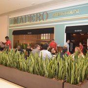 Dia dos Namorados no Madero tem presente, promoção e cardápio variado