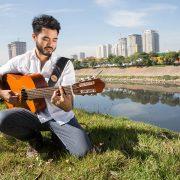 Vitoru Kinjo apresenta em Mogi das Cruzes seu disco de estreia: Kinjo