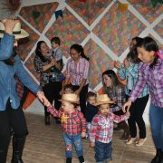 Colégio Hipercubo Bilíngue realiza festa julina no Sítio Lago Azul