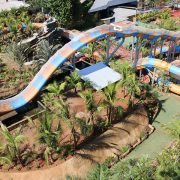 Parque inaugura primeira montanha-russa aquática do Brasil