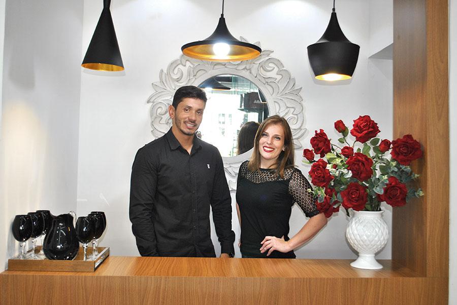 O engenheiro civil Jonathan Carvalho e a arquiteta Paula Miglioli