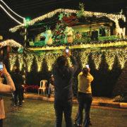 Decoração natalina vira point em Arujá