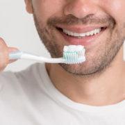 Higiene bucal pode prevenir complicações da Covid-19