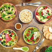 Saladas refrescantes com molho de iogurte